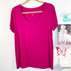 A new day T-shirt V-neck scoop-neck in a deep pink